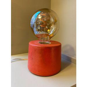 Lampe béton cylindre rouge